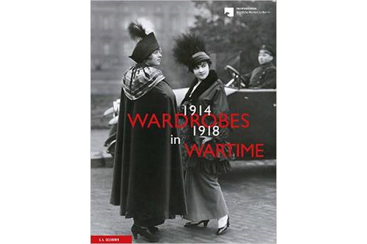 Wardrobes in Wartime 1914-1918 NICHTBENUTZEN