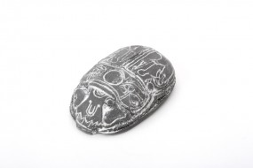 Relief magnet Chinese heart scarab