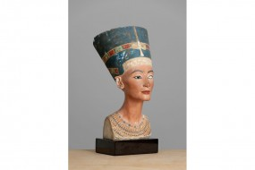 Painted replica: Bust of Nefertiti GF 539